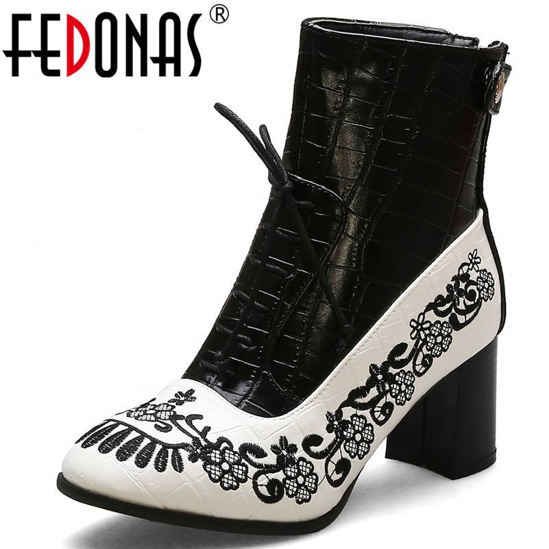 FEDONAS 2020 Popüler Patckwork Pu Deri Kısa Çizmeler Kadın Büyük Boy Ayak Bileği Çizmeler Fermuar Yüksek Topuklu Temel Gece Kulübü Ayakkabı Kadın