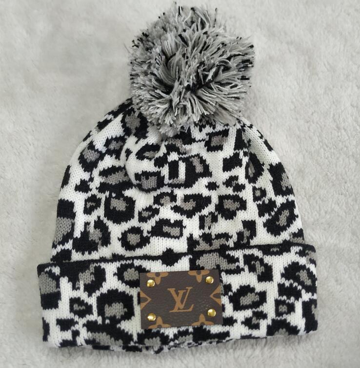 Hot Nuova Europa Novità del marchio di moda inverno L leopardo uomini cappello lavorato a maglia classici papaline sport donne caldo casuale gorros Bonnet beanies cappello