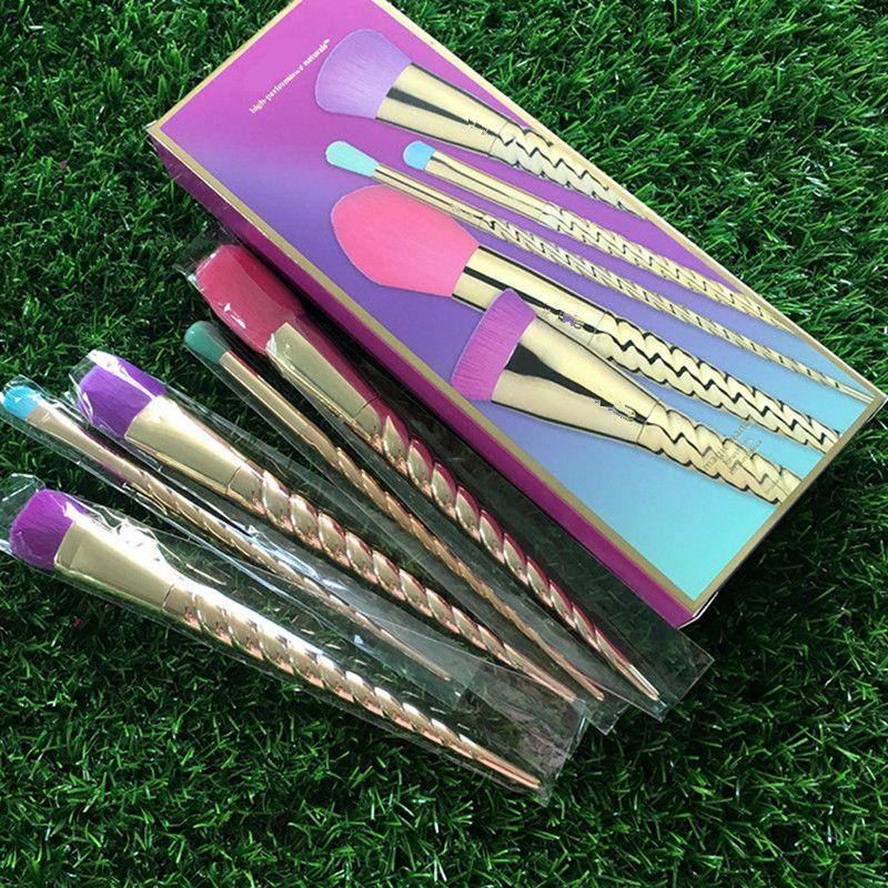 العلامة التجارية ماكياج فرش مجموعة الذهب 5PCS عيد الميلاد هدية فرشاة التجميل مجموعة أدوات مجموعة كريم الأساس السحري المهنية المكياج فرش مع صندوق