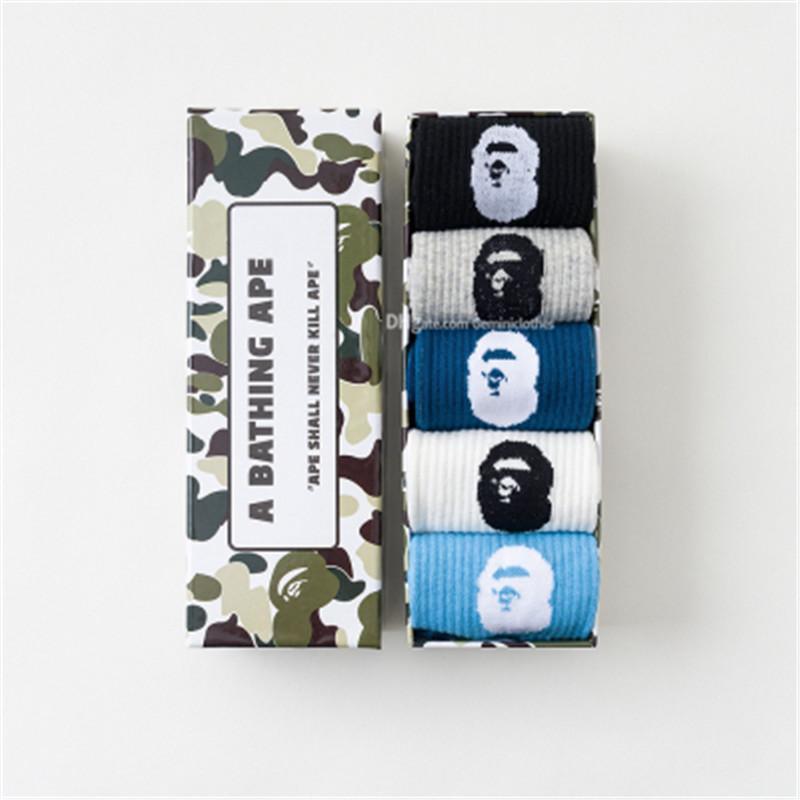 Männer Minddle Mode Marke Socken Tiefstpreis Persönlichkeit Trend Muster Socken Sport Absorption warme Socken-freies Verschiffen
