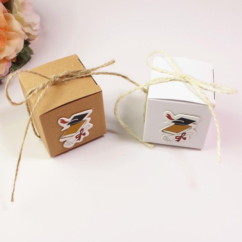 50 piezas de alta calidad estudiante graduación temporada caja de dulces sombrero DIY tarjeta hecha a mano favor cajas retro kraft caja de regalo de papel