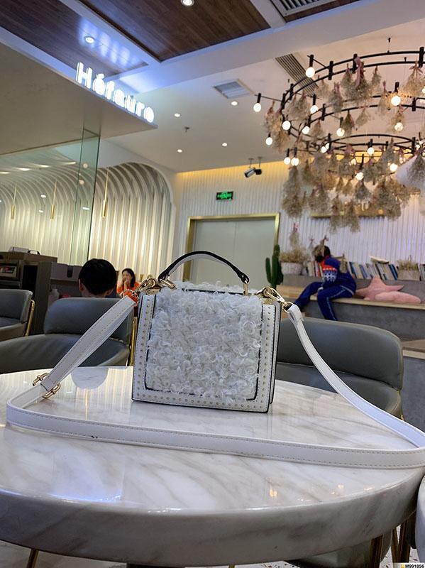 2019 новый дизайнер сумочку самки взвалил на открытом воздухе с мобильного телефона Клатчи моды двухсторонний баранина волосы непринужденная атмосфера дикий practicalb5ad #