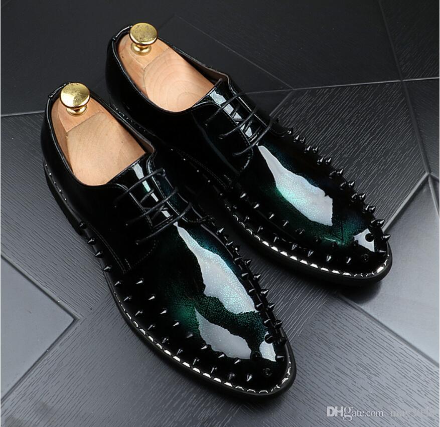 en punta del dedo del pie del remache para hombre zapatos de vestir, zapatos de cuero del negocio de charol de Jóvenes zapatos masculinos del partido chaussure homme