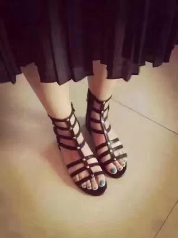 2020 chaussures plates sandales femmes de vente chaud bureau dame occasionnels noir doux mousser chaussures plates filles sexy été des sandales de plage de vacances 9US T09