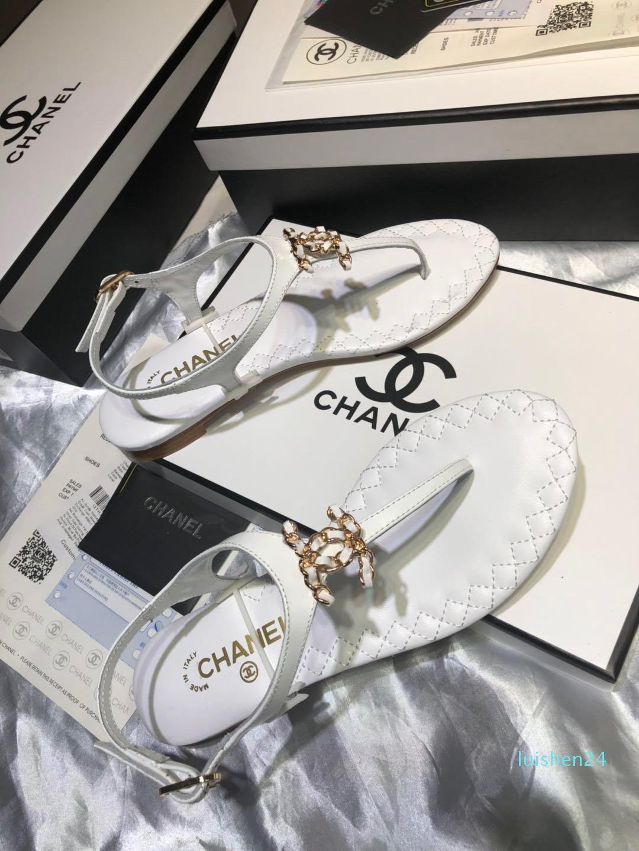 Le dernier rivet populaire d'été pour les femmes 2020 noeud sandales chiquenaude plage flop, Designer gelée plat femmes sandales L24