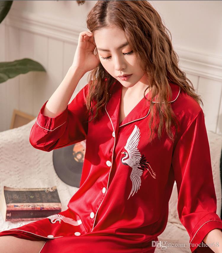 سيدة 2019 الحرير سترة ثوب الربيع / الصيف عارضة الأزياء قميص التلبيب طوق المنزل ارتداء قمم النوم الإناث