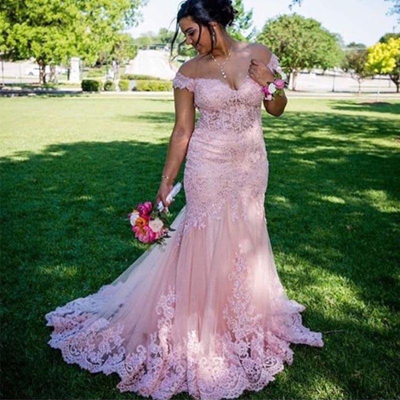 핑크 꺼짐 어깨 풀 레이스 인어 이브닝 드레스 플러스 사이즈 2021 Appliques 스윕 기차 짧은 소매 공식 댄스 파티 가운