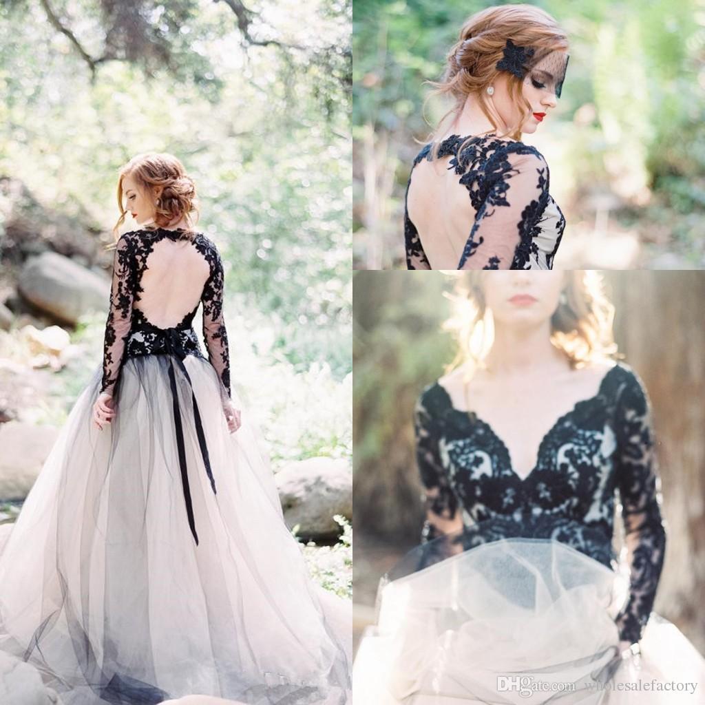 고딕 양식의 흰색과 검은 색 긴 소매 레이스 Boho 웨딩 드레스 V 목 깎아 지른 얇은 명주 그물 아플리케 백리스 국가 신부 웨딩 드레스