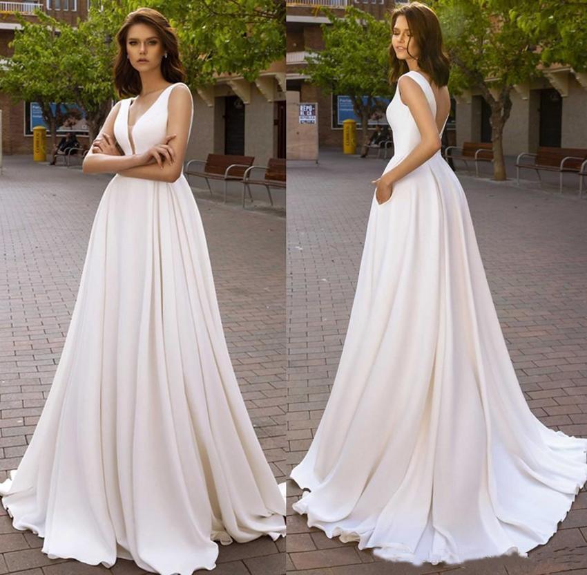 2020 Basit Stil vestidos de novia Gelinlik Olan Bir Çizgi Derin V Yaka Düşük Backless Uzun Tren Gelin Yaz Boho Gelinlikler Cepler