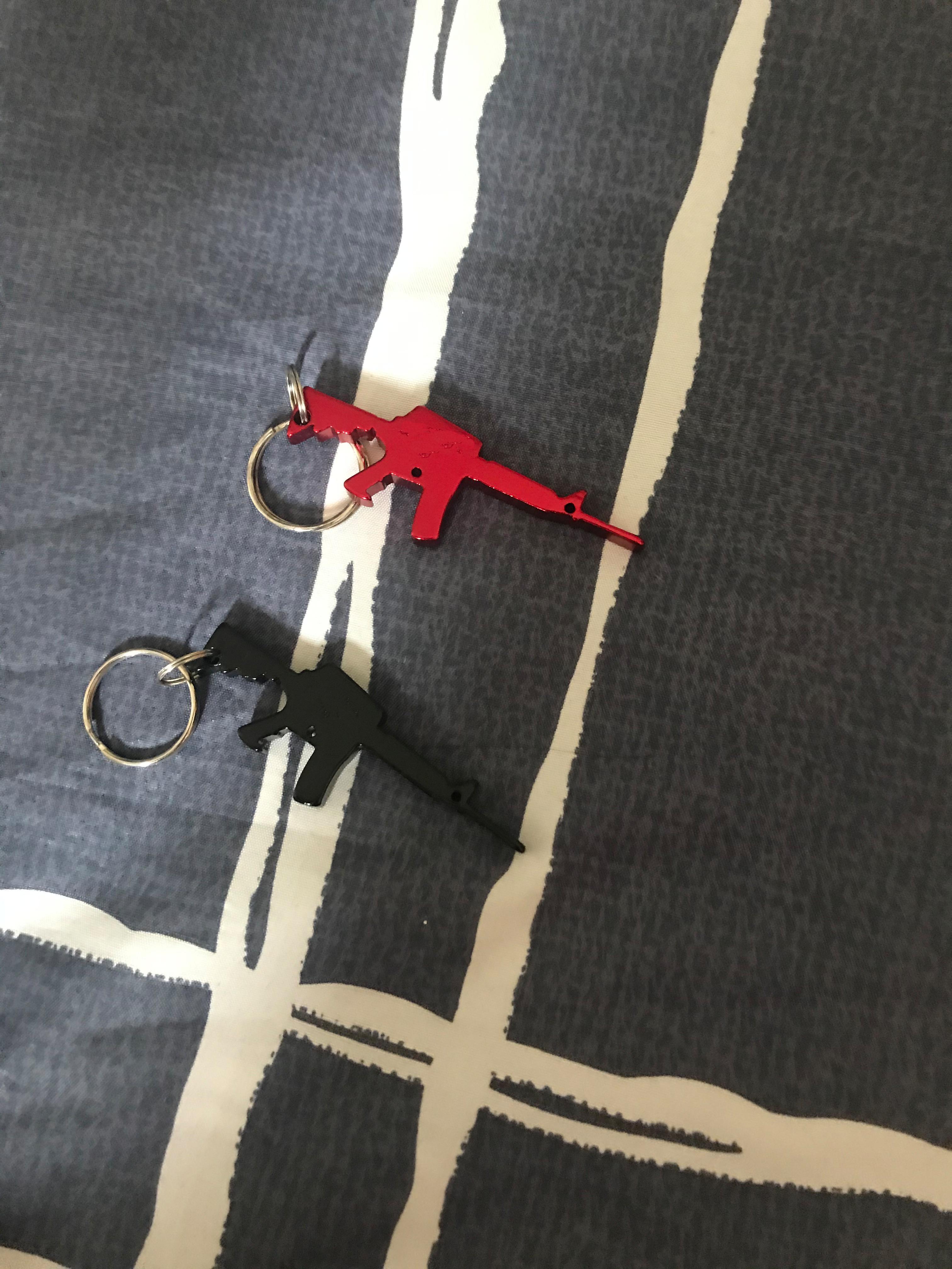Abridor de garrafa de moda chaveiro decoração brinquedos 2 cores modelo de brinquedo pingente