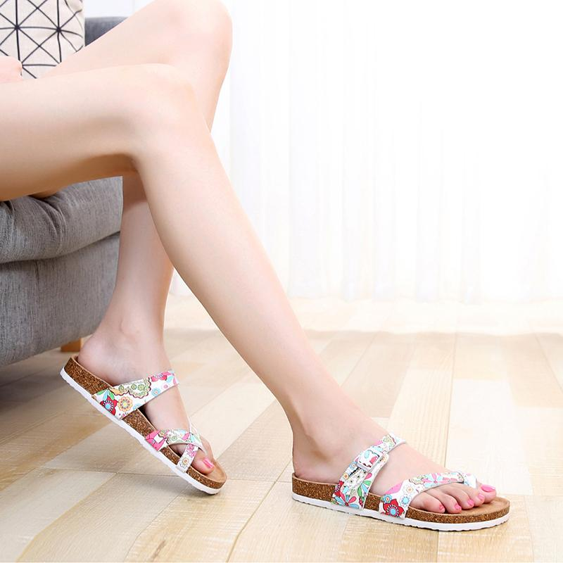 Vente en gros de Nice chaussures en cuir de liège populaire baisse des prix discount été cadeau d'amour pantoufle bout ouvert de plage pour maman et les filles usine di