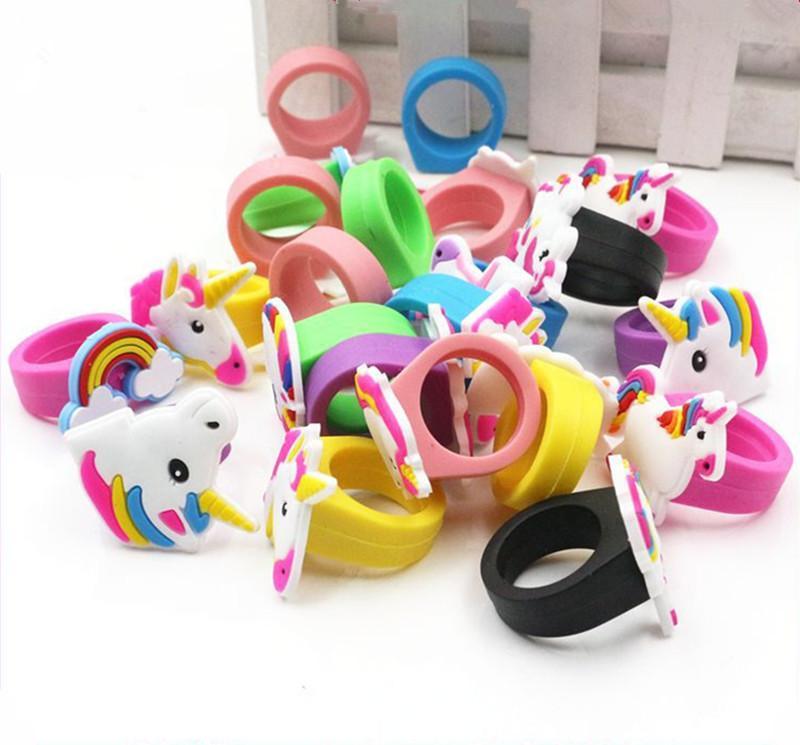 Carino bambini Unicorn Anelli morbido silicone elastico Cartoon Horse Anelli festa di compleanno rifornimenti di favori bambini barrette Giocattoli monili 29 colore caldo