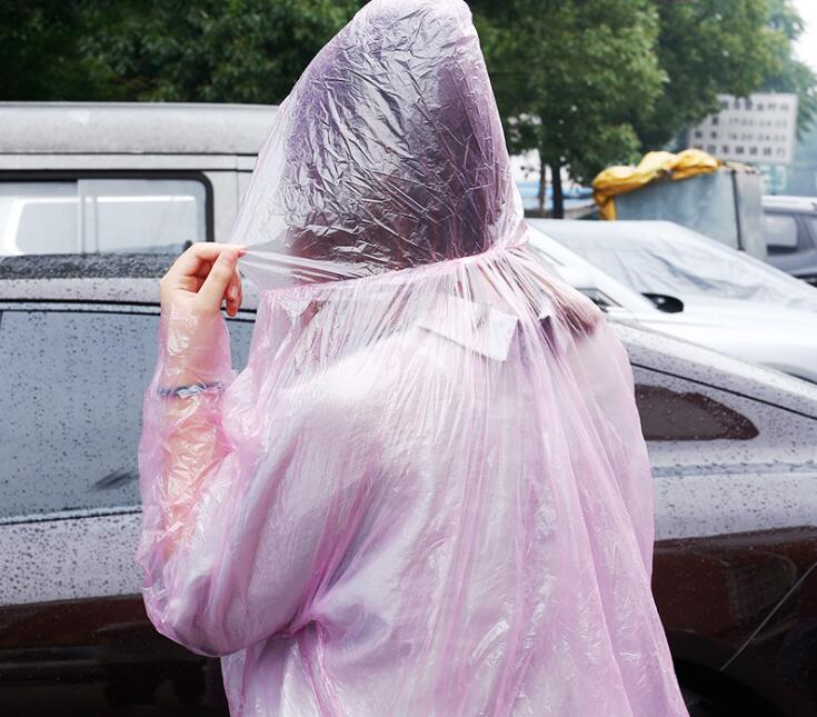 1500pcs jetable PE Imperméables Poncho pluie Vêtements de pluie Voyage Manteau pluie Wear Couleur aléatoire Envoyer Livraison gratuite