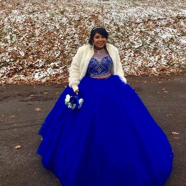플러스 크기의 두 조각 저렴한 성인식 댄스 파티 드레스 로얄 블루 쉬어 목 할로우 맨 블링 크리스탈 장식 조각 얇은 명주 그물 달콤한 16 드레스