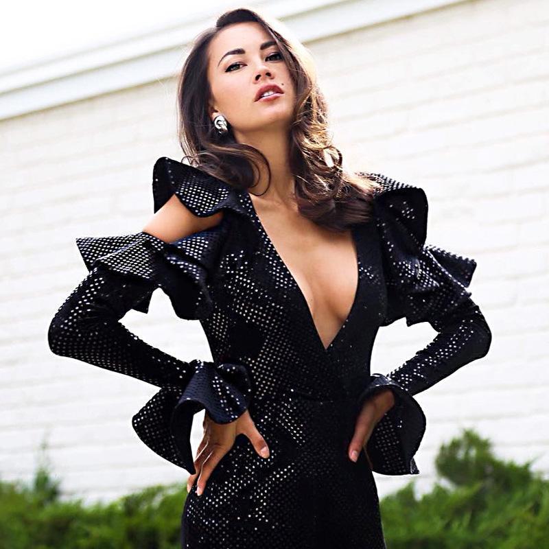 여성의 짧은 스커트 투명 플레어 슬리브 섹시한 엉덩이 스커트 유럽과 미국의 나이트 클럽 깊은 V 장식 조각 드레스