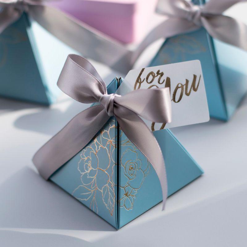 50pcs / lot Gift Box sveglio del Triangolo Fiore modello fai da te di carta 2020 cerimonia nuziale / partito favorisce i regali di sicurezza per le forniture ospiti della festa