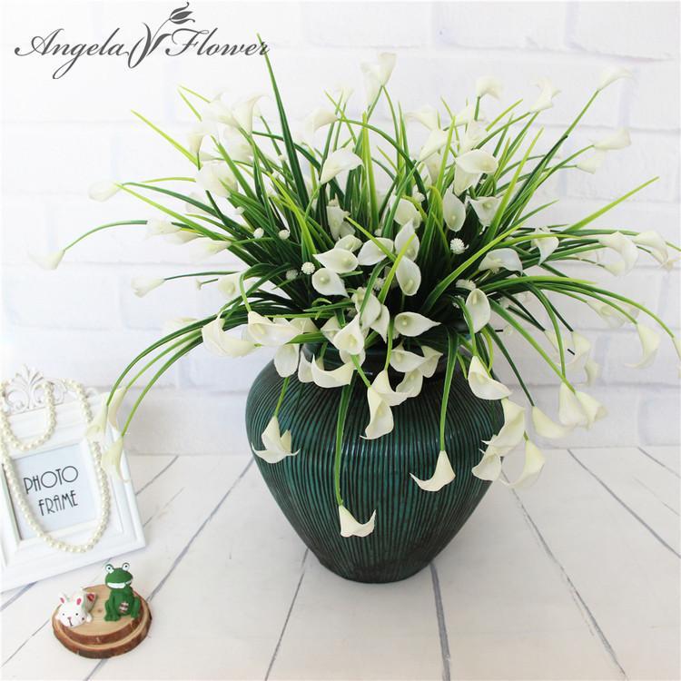 Nova bela 25 cabeças / buquê mini calla artificial com folha de plástico falso plantas aquáticas casa sala de decoração de natal flor