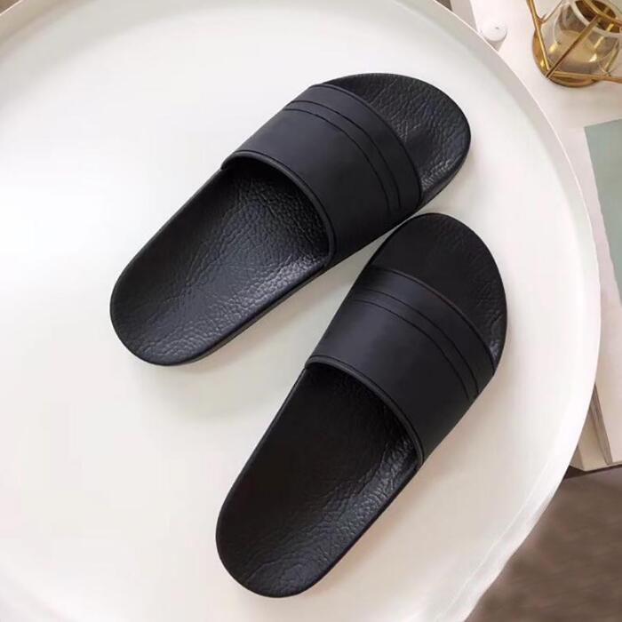 Die Gummi rutschfeste helle farbige Pantoffel mit undichten Zehen für den neuen Sommer 2019 Herren-Sandalen sind bequem zu Hause tragen
