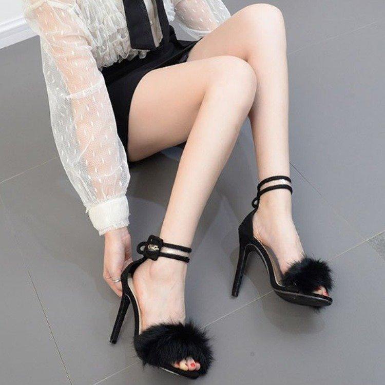 Hot Sale-2019 nouveau mot de cheveux de lapin européen et américain avec des talons hauts concepteur femme sandales robe de haute qualité, de grande taille 43 verges de la marée
