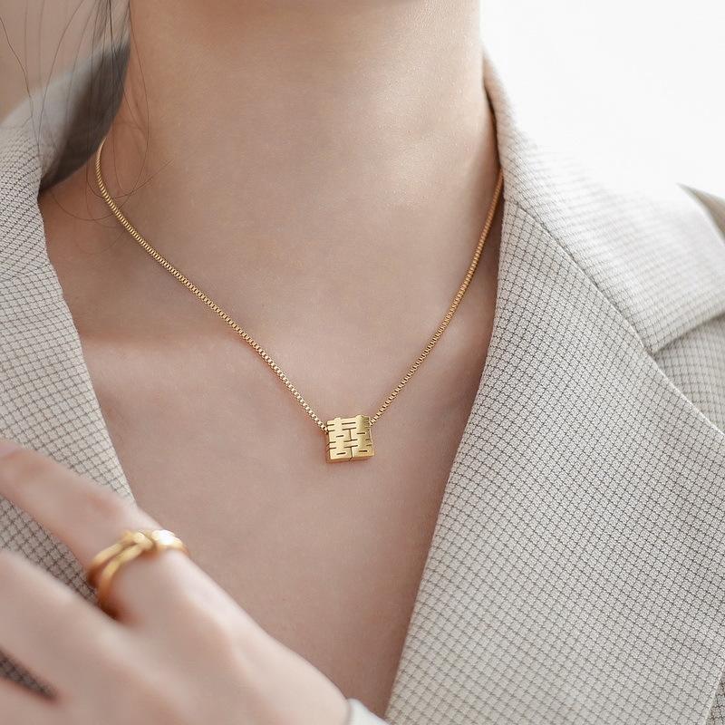 женщины ожерелье кулон ожерелье длинной цепи моды начальная кубинский звено цепи угольщик фам 2020 золотые украшения