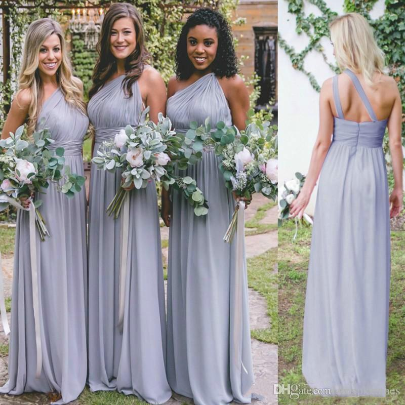 2020 Nouvelle simple en mousseline de soie Robes de mariée une épaule longue Plis Une ligne Invité de mariage Robes bon marché Taille Plus Pays demoiselle d'honneur Robes