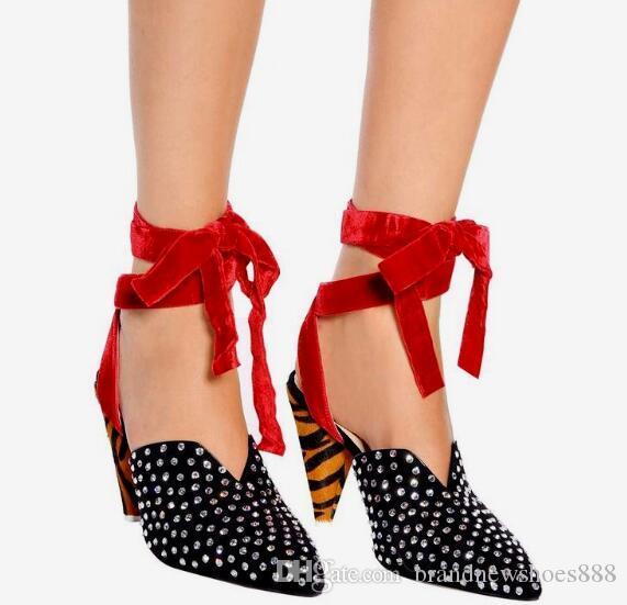Rote Knöchelriemen Pumps Damen Schuhe Kristall High Heels Luxus Strass 9 cm Spike Heels Spitzschuh Gummi High Heel Schuh