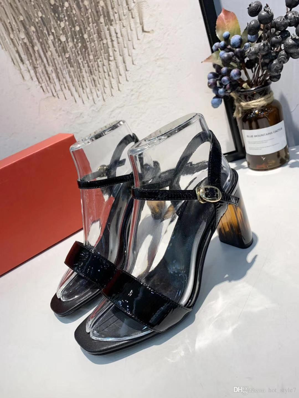 Vente chaude D'été Femme Personnalité Shopping Sandales Femal Vernis En Cuir Cheville Sangle Boucle Ceinture Sandales Brand Design Confortable 7cm Sandales