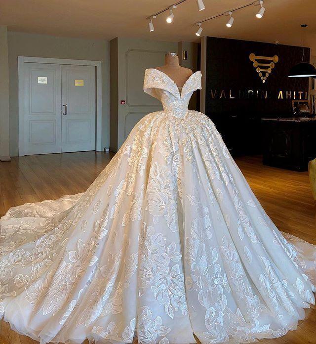 Hombro de lujo balón vestido de boda de los vestidos de la impresión floral más el tamaño de vestido de novia Arabia Dubai árabe con el Tren de la catedral