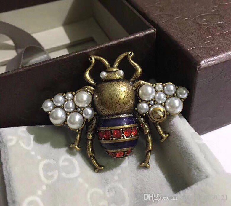 Vintage Classic Designer Copper Bee con perla blanca Swing Pin broche para joyería de las mujeres