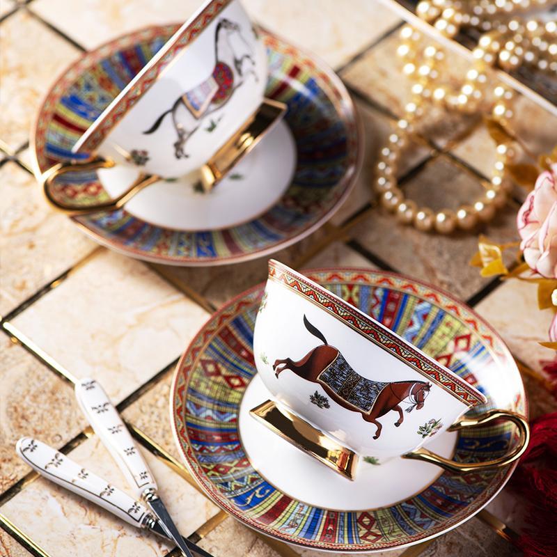 Tazza di tè bone china tazza di caffè di lusso impostato creativa classica tazza e piattino set di successo del cavallo di esportazione squisita Gift Box