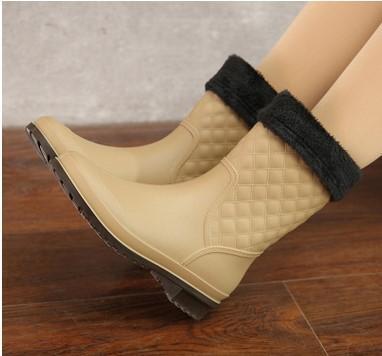 Neu. Wasserdicht. Rainshoes. Frauen Schuhe. Beiläufige Art und Weise. Warme Stiefel. Anti-Rutsch-Wasserschuhe. PVC. Mädchen. Monochromatic.Half Stiefel.