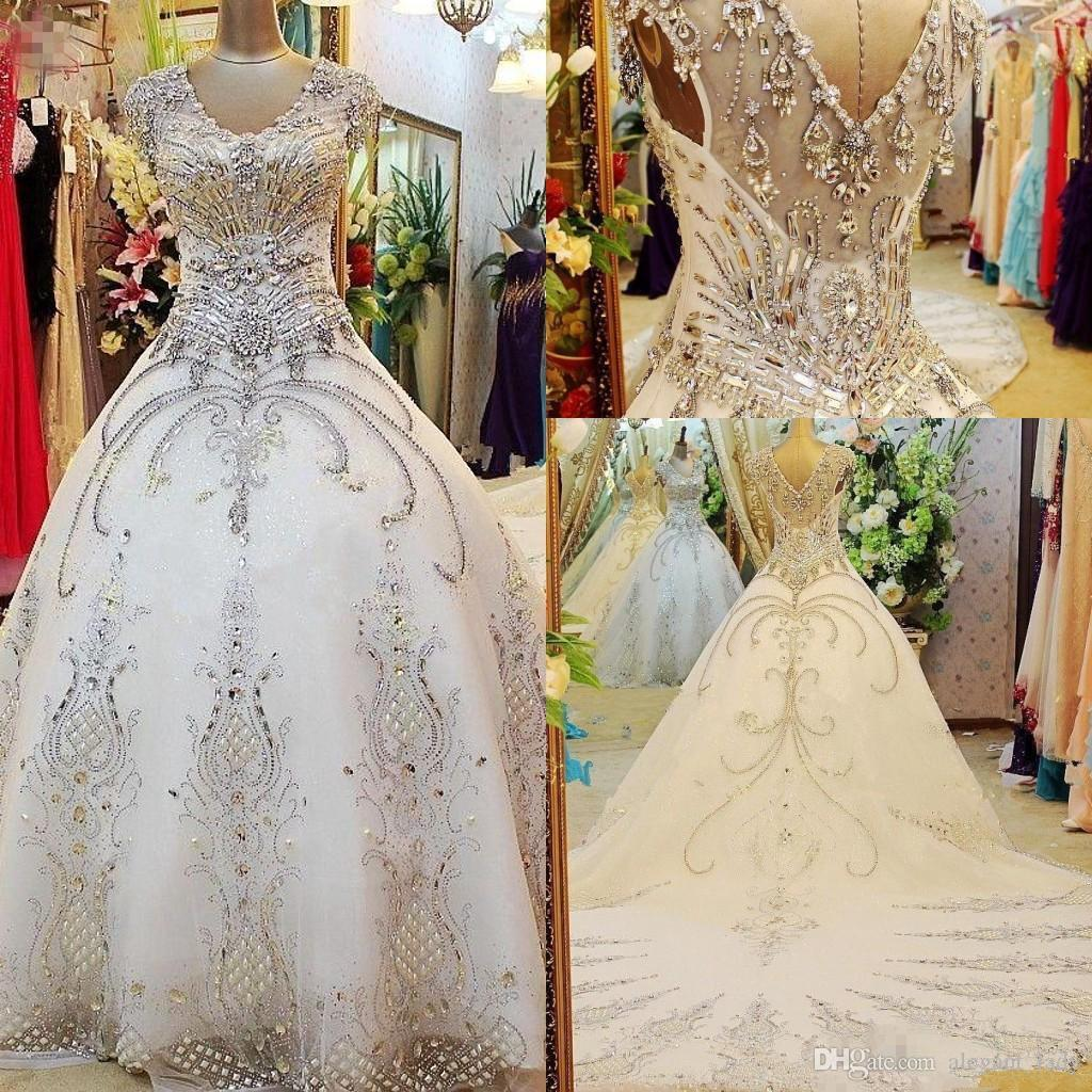 Роскошные Sparkly Кристалл Принцесса Свадебные платья Свадебные платья 2020 вышитый церковь V-образным вырезом Cap рукава Часовня Поезд Rhinestone сада
