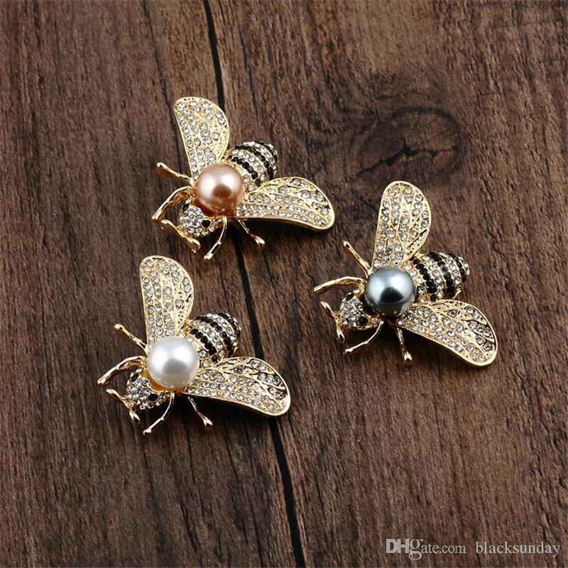 ترف كريستال لؤلؤة بروش مصمم الأزياء أحدث النساء النحل بروش جودة عالية العلامة التجارية حساسة البدلة دبوس