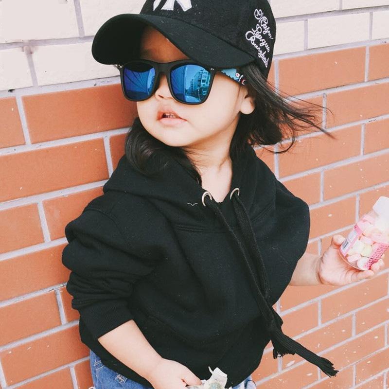 2018 Marca niños gafas de sol para bebés camuflaje militar Gafas de muchachos de las niñas Espejo Revestimiento Gafas plana tiburón Oculos Infan rumLo