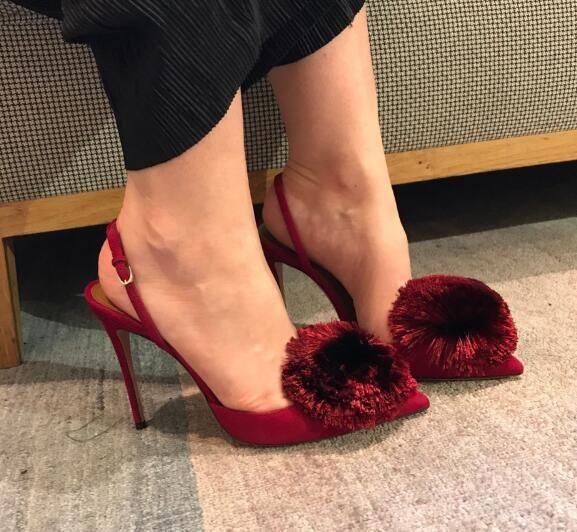 Famoso design Pompon Fur Balls Stiletto Tacchi alti Dress Shoes Donna Pompe Slingback Wedding Party Finge Sandali Ladies Hot Sell