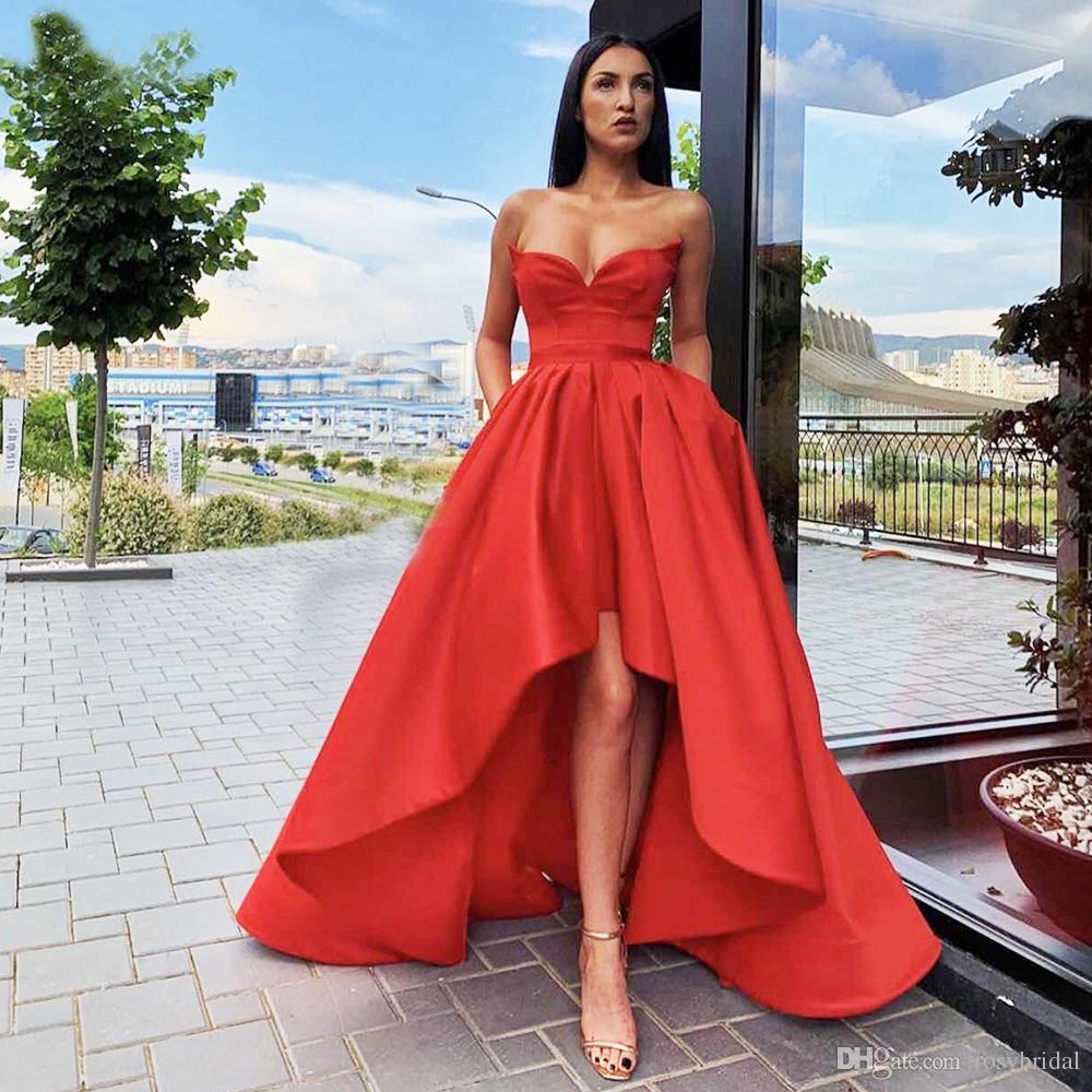 Robe de soirée rouge faible rouge une ligne décolleté à l'encolure courte longue robe de fête arrière avec poches célébrités