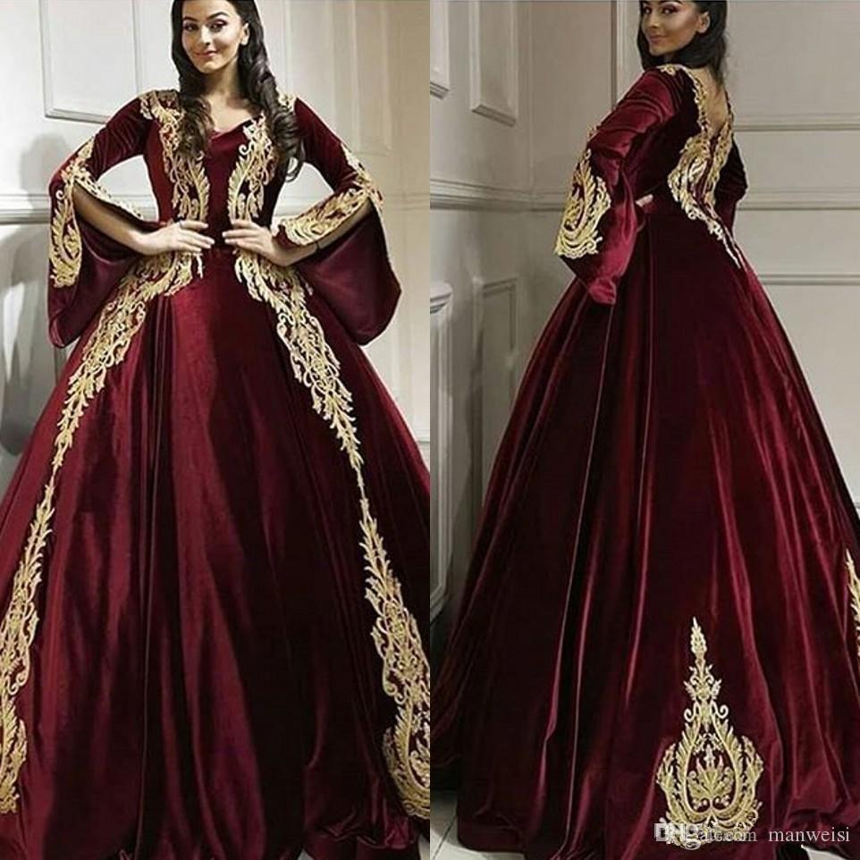 2020 gótico Borgonha Prom Dress Velvet Long Sleeve Gold Lace Appliqued V Neck clássico árabe celebridade personalizados vestidos de noite formal
