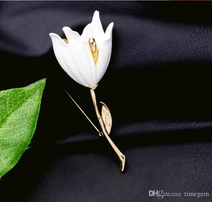 New Arrival European and American Fashion Popular Alloy Resin Lily Corsage Pins Brooches White Flower for Women X1095