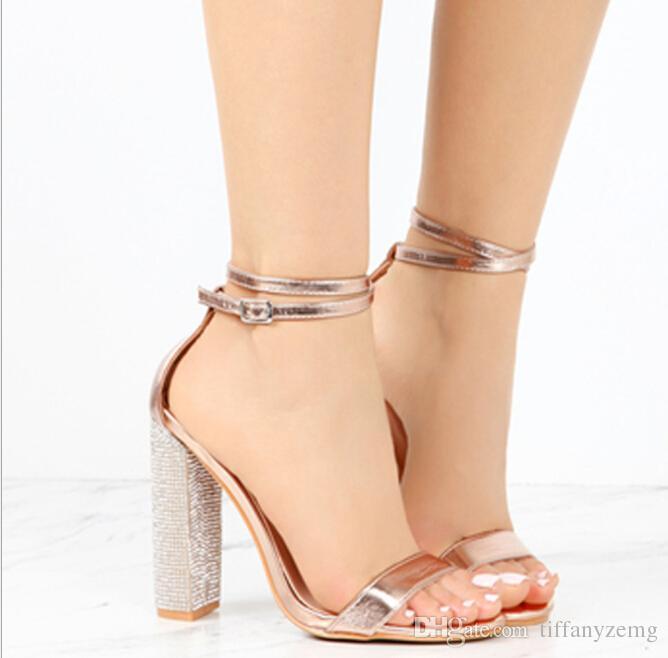 Moda sandálias de dedo do pé aberto modelos de explosão Europa EUA 2019 nova oco fivela de salto alto sandálias das mulheres Sapatos