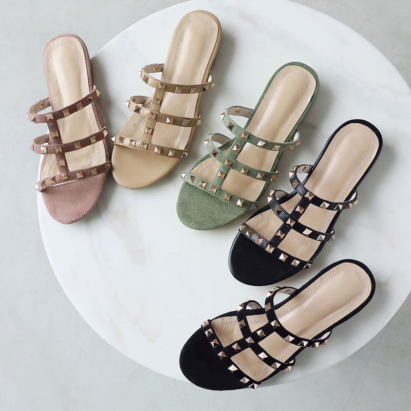 Heiße Sale-NEW Designer 2019 Nieten Hausschuhe Frauen Indoor Sandalen Mädchen Mode Flip-Flops Rot Schwarz Weiß Rutschen Beste Qualität
