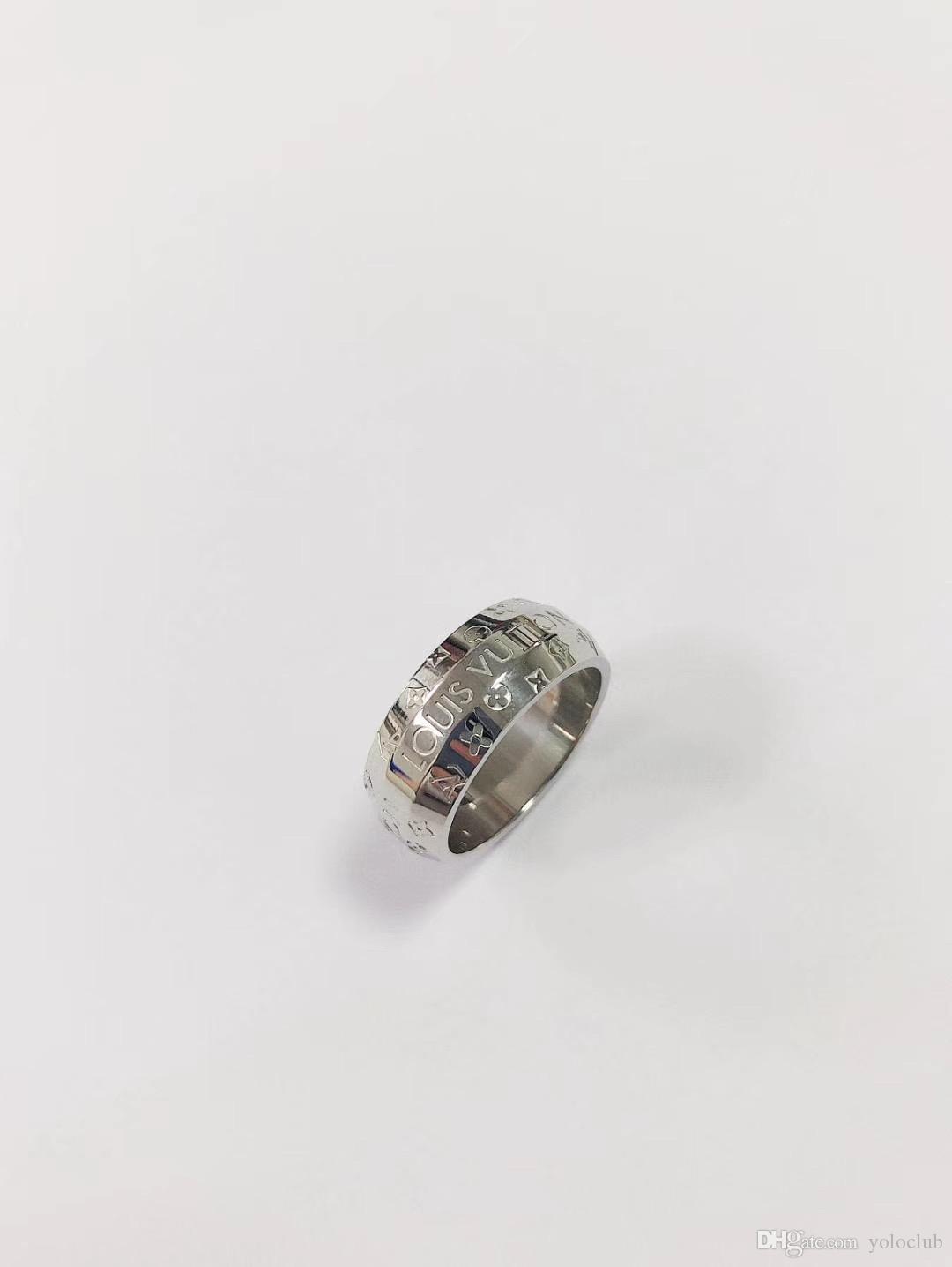 Al por mayor barato alta calidad del precio forma ancha V anillo de los hombres Tamaño 7/8 de la astilla de color Letter regalos de acero inoxidable para hombres mujeres