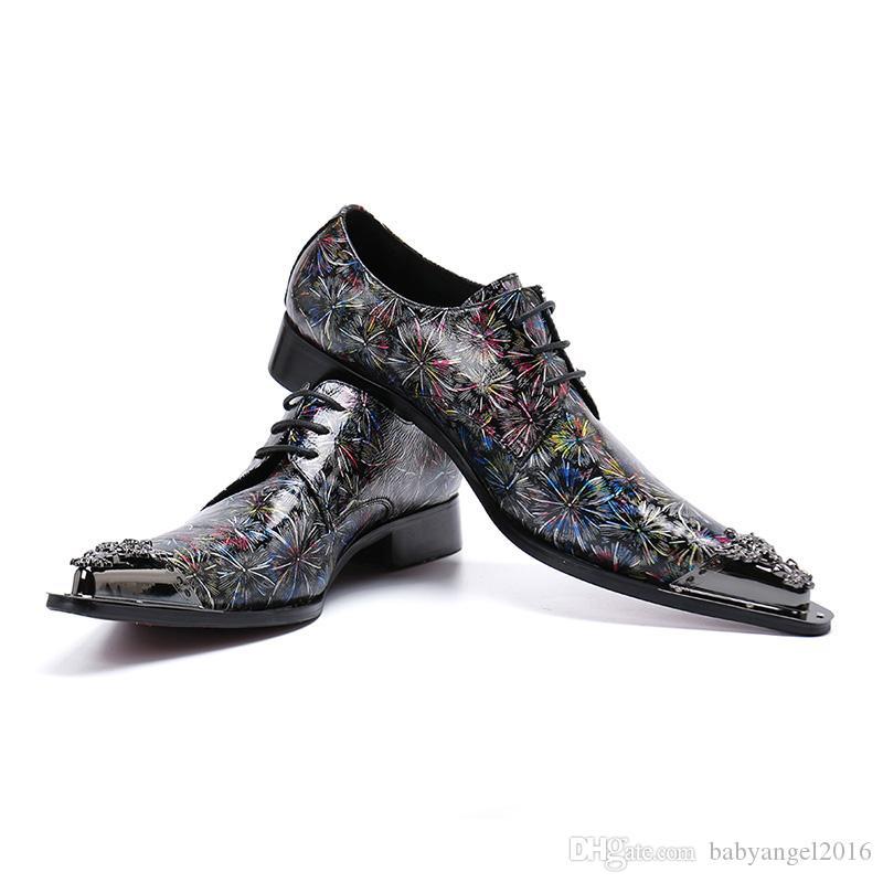 Мужская обувь в итальянском стиле с остроконечным металлическим наконечником.