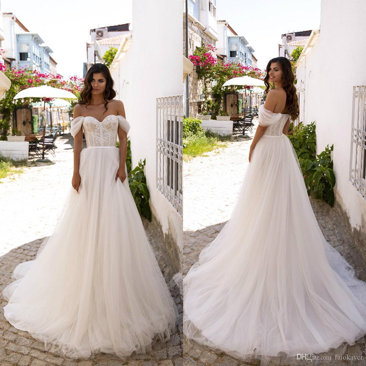 Oksana Mukha mariage de plage Robes Encolure dentelle Applique Une ligne Robe de mariée Boho Custom Made balayage train Pays Da Sposa Abiti