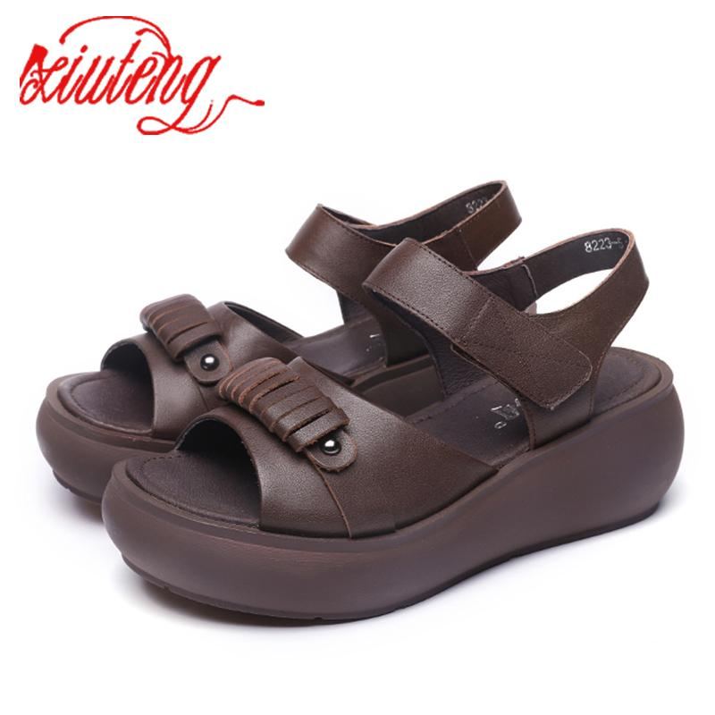 femininos Xiuteng verão sandálias resistentes ao desgaste anti-derrapante sapatos retro Roman plataforma com espessura inferior confortável cunha sandálias Y200620