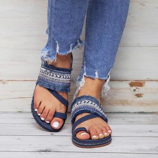 Kadınlar Düz Sandalet Yaz Plaj Terlikler Bohemian Kadınlar Toka Bilek-Wrap Ayakkabı Casual Yaz Ayakkabı sandales D25 femme püsküller