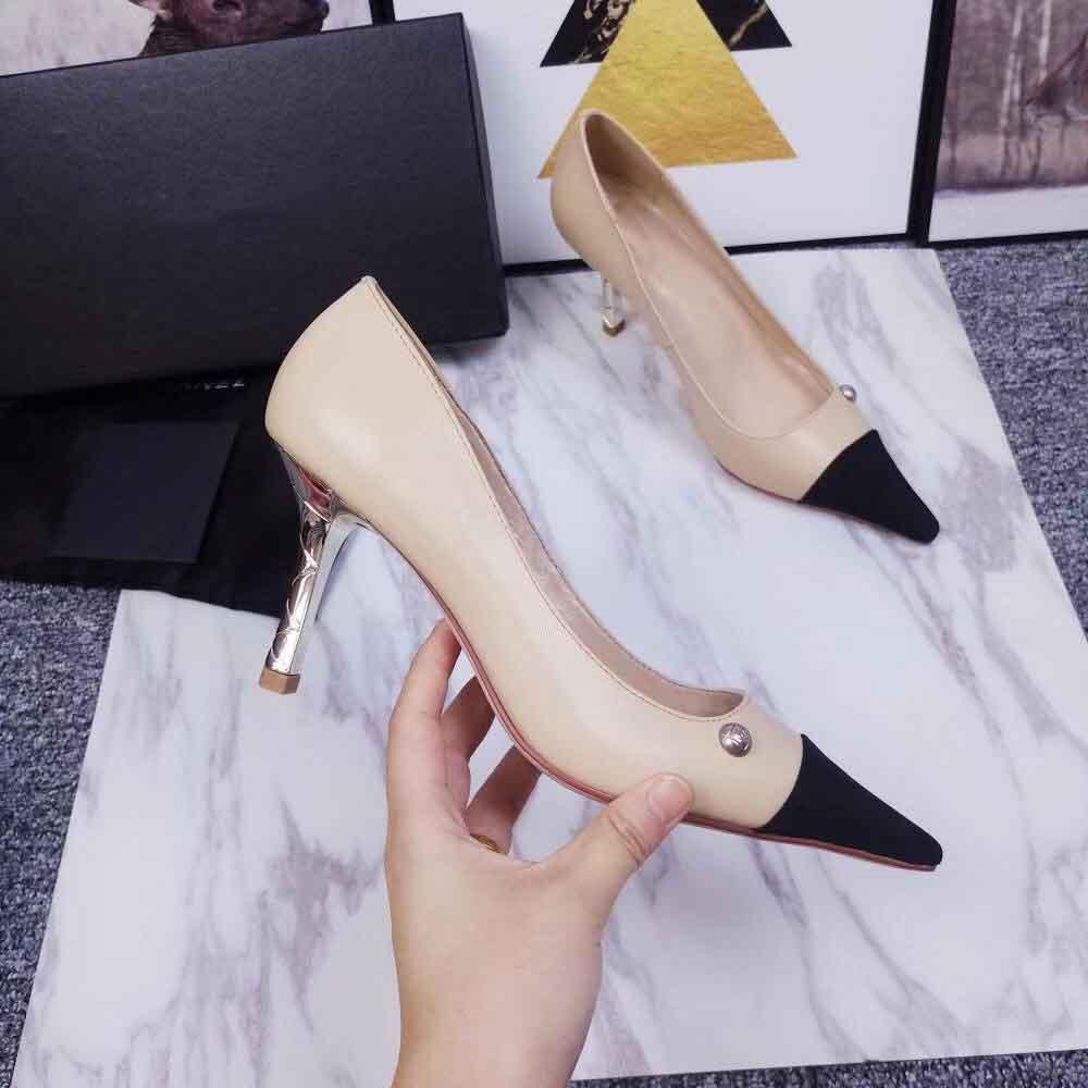 Les nouvelles chaussures à talons hauts mode classique de 2020, qui peuvent être utilisés pour les dames de voyage en plein air, et des sandales de haute qualité