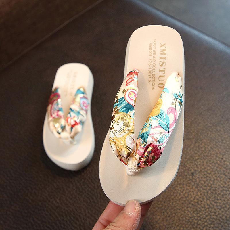 Zapatilla Niños Zapatos Clip Pies tirón 2020 de la manera caliente Venta de Verano de los niños los fracasos de padre-hijo playa zapatos sandalias de vacaciones