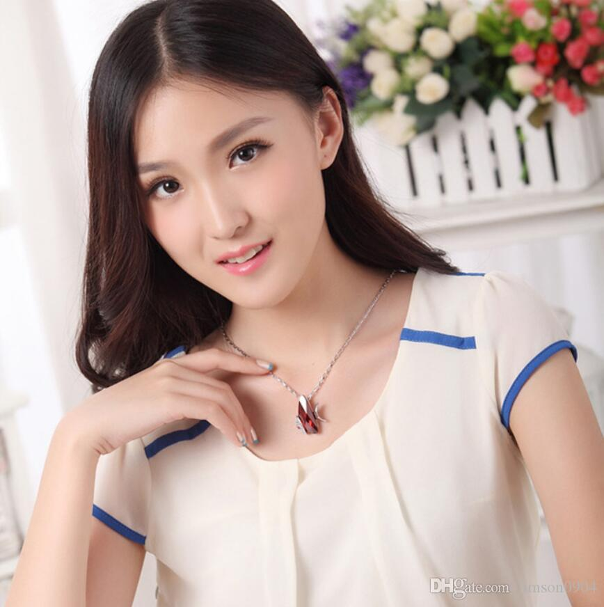 Çin'de yapılan moda takı Kadın Özgünlük Süsler Kullanarak Swarovski Elemental Kristal Kolye uçan balık Karikatür Kolye