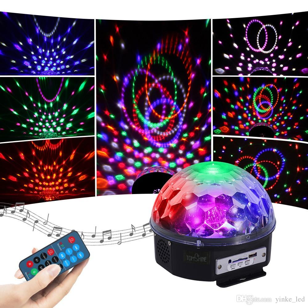 Effet de boule de magie rotative activée par bruit automatique de lumière d'étape de LED allume la lampe de RVB pour la fête de Noël