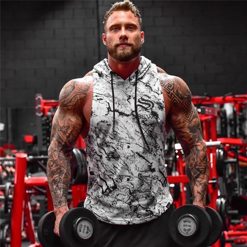 새로운 브랜드 Stringer 위장 탱크 탑스 후드 티 Sportwear Tanktops 피트니스 근육 남성 의류 민소매 조끼 후드 티 C19041301